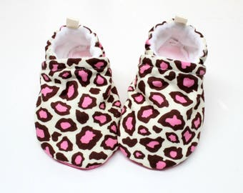 Pink leopard baby Booties, soft sole baby shoes, newborn, crib shoes, leopard
