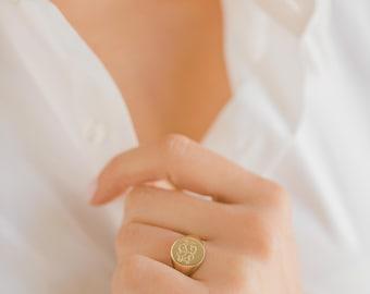 ON SALE Gold engraved signet ring