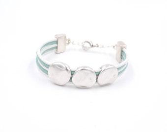 Feminine multiliens bracelet blue green and white