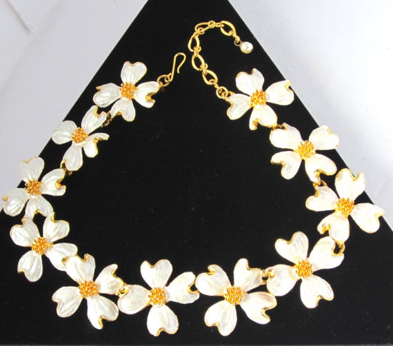 DOGWOOD flower NECKLACE with pearlized white enameling & gold tone metal ~lovely costume jewelry