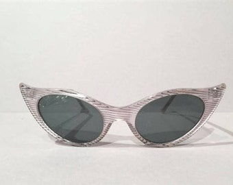 Women NOS Cats Eye Sunglasses, Vintage 60s Cateye Clear Silver Striped Lucite Sunglasses, NOS, 70s Pointy Bombshell Vixen Rockabilly PinUp