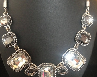Beautiful glam cut glass Art Deco style necklace