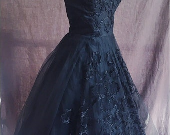Straplesss black late 1940s embroidered tulle dress
