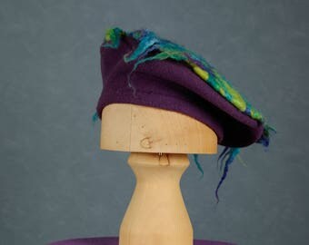 Purple wool French beret with merino wool, size 56 cm (medium).