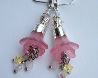 Pink flower earrings, Lucite flower earrings, Spring summer lightweight  flower earrings, Handmade earrings, Drop earrings, Nature earrings,