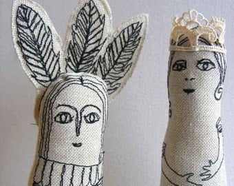 King and Queen. Handmade, freestanding soft sculpture figures in linen, one of a kind textile art.