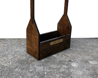 Wood grooming tote with hardware cloth bottom