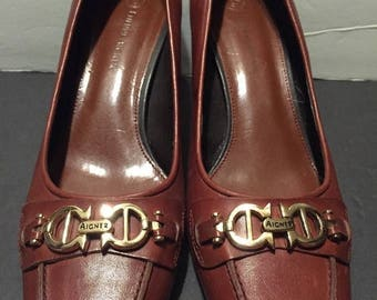 "vtg, brown leather,Etienne Aigner pump, 2 1/2"" heel, wood , gold tone hardware , business , dress size 8.5 M shoe ,80's"