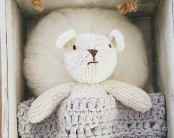 Newborn Photo Prop, knit Teddy Bear, knit  Bear Newborn, Tiny First Baby Bear, Classic Teddy Bear, Amigurumi Toy.