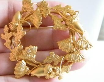 Gold Tone Round Acorn Leaf Pin Brooch