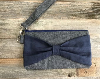 Bow Wristlet- Gray and Navy Blue Linen- Detachable Wrist Strap- Date Night- On The Go- Date Night