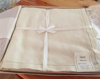 Vintage Bullocks Boxed Pure Linen Tablecloth and Napkin Set