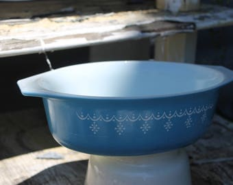 SOLD!!! 1950s Pyrex Snowflake Blue and White Oval Bakeware