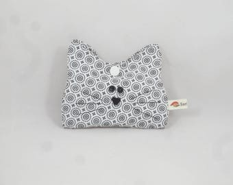 Small white cat - travel sewing kit