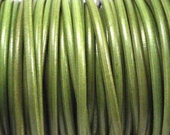 Vintage 4mm by 20 cm pistachio green round leather cord
