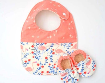 Organic baby - new baby gift - flamingo baby outfit - organic baby bib - organic baby shoes - baby shower gift - flamingo - Two Little Beans