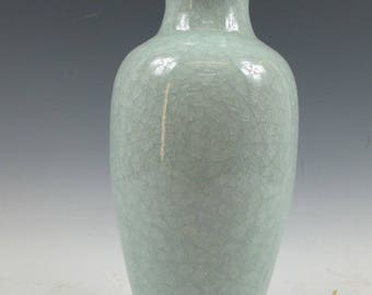 A Chinese 14 inches Turquoise Baby Blue White Porcelain Vase gloss Asian China