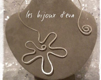 Aluminum silver and hammered Flower necklace
