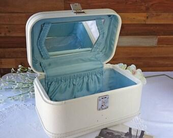"Vintage train case - beige - Small vintage suitcase - 14"" x 9"" x 9"" - Makeup travel case - Vintage luggage - Travel case - with key"