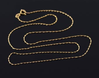 0.8mm Twisted Serpetine Chain Link Necklace Gold