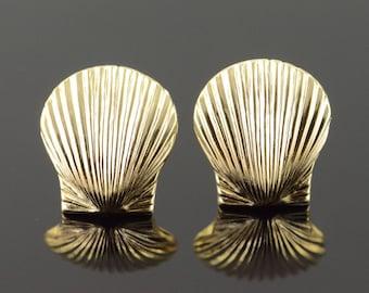 14k Clam Shell Stud Earrings Gold