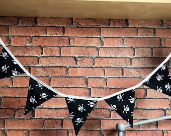 Skull and crossbones bunting, pirate bunting, fabric bunting garland, rockabilly, boys gift, skull tattoo, pirate party, quality bunting
