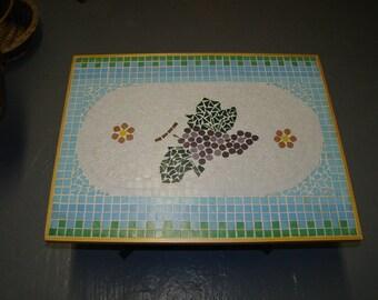 Earth drawing grape mosaic table
