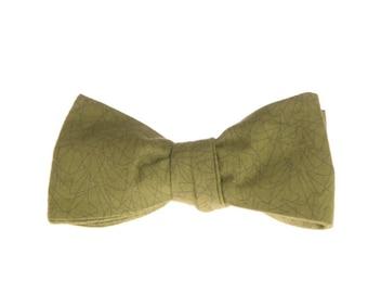 Green self-tie bow tie ornaments for men