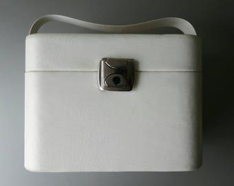 Vintage Juwelery Box Beauty Box with Polkadots