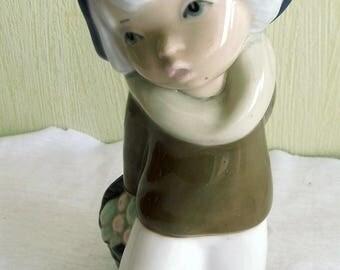 Spanish porcelain figurine, Cascades from Spain