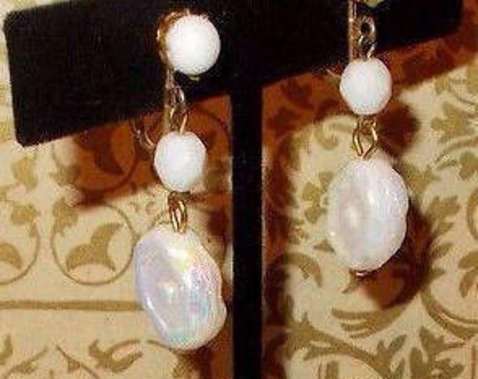 Vintage 90s One Boho Hippie Chic Oval White Flower Czech Glass Bead Drop Dangle Handmade Screwback Stainless Steel Earrings