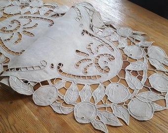 Table runner 139 cm - 12957 richelieu embroidery linen table Center