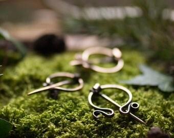 Petite fibule lisse en bronze ( viking)