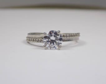 Stunning sterling silver Cz ring size 7