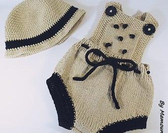 Barboteuse rétro vintage à bretelles et son chapeau  (0-3 mois) tricotés main dans un fil 100 % coton beige