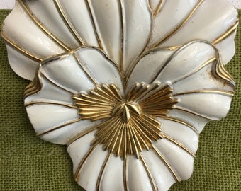 Vintage Trifari Pansy Pin. Offwhite enamel and Goldtone
