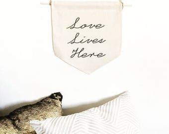 Love lives here flag, banner flag, wall decor, wall hangings banner, wedding wall decor, linen wall banner, wall flag pennant, wedding flag