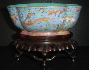 Antique Chinese Qing Dynasty Famille Rose Bowl Daoguang Nian Zhi Mark With Chilong Dragons.