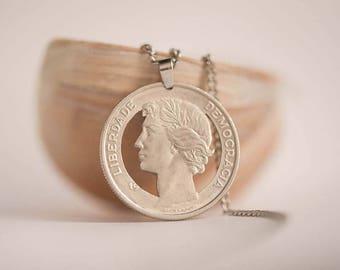Portugal Cut Coin Necklace. 25Escudos, 1980-1986.