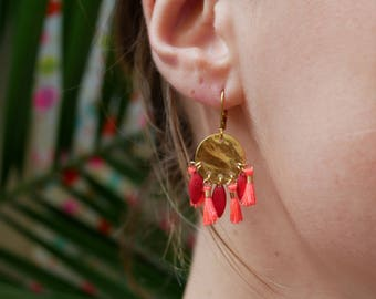 Golden earrings tassels red, pink coral earrings in gold metal hammered, Bohemian jewelry, ethnic jewelry, summer jewelry