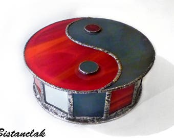 Yin Yang stained grey and red box