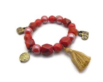Bracelet boho rouge verre céramique pompon et breloques