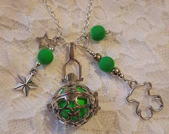 Necklace / necklace / of neon green bear Mexican Bola