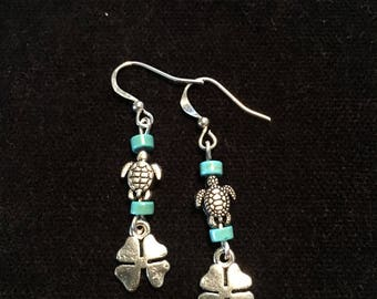 Turtle charm dangle earrings
