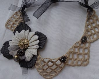 "Crochet necklace in antique linen and vintage natural beige and black ""Jeanne"" thread"