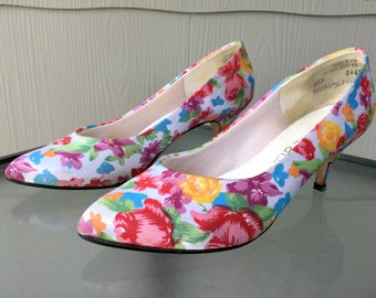 Size 7 1/2 80s Floral and Cream Satin Kitten Heel Pumps