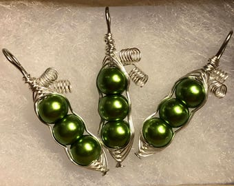 Personalized Birthstone Pea Pod Necklace with 18inch chain! Perfect For Moms and Grandmothers! :)