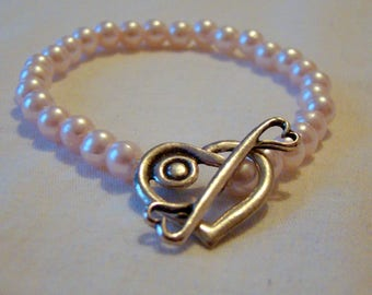 Pink Pearl Bracelet  / Faux Pearl / Unique Heart Closure / Gift for Her / OOAK