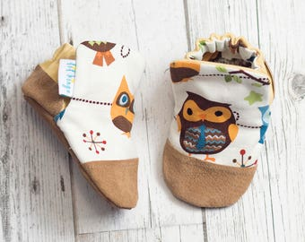 Owl Print Baby Shoe, Soft Sole Baby Shoe, Baby Booties, Non Slip, Handmade, Genuine Suede, Owl print,  Baby Moccasins
