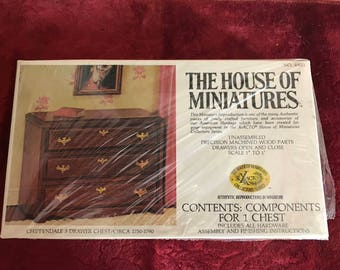 The House of Miniatures - Chippendale 3 Drawer Chest - No. 40011
